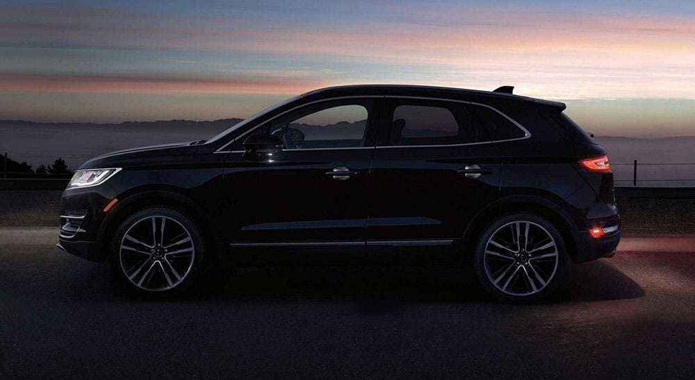 LINCOLN-MKT-TOWN-CAR-4